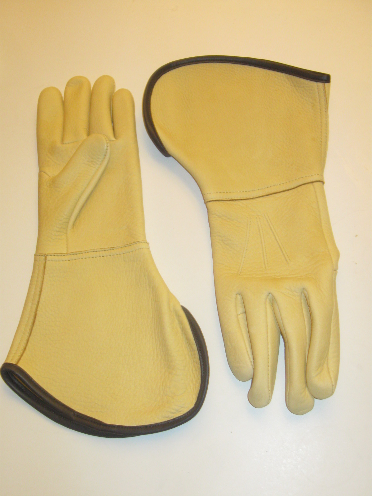 Western Cowboy Elk Hide Trail Boss Gauntlet Gloves
