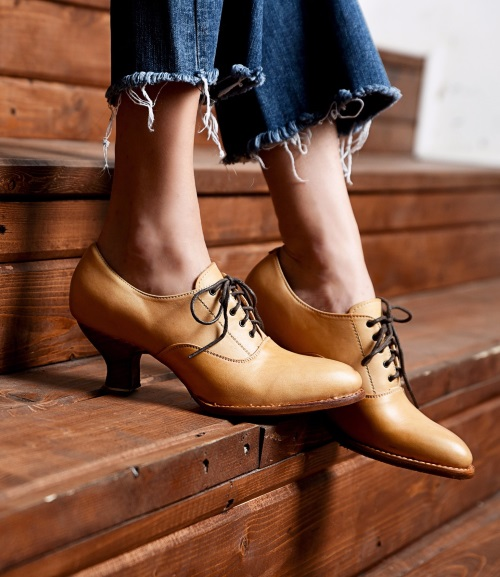 Janet Natural Leather Shoe Old West Victorian Style